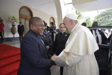 モザンビーク訪問で「平和」を強調したローマ法王の狙いは